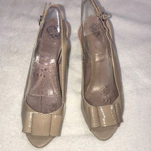 Vince Camuto heels 👠 size 81/2 B